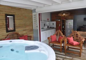 Location Guadeloupe Sainte-Anne A 150m de la plage T2 de charme avec jacuzzi privé, piscine,wifi.